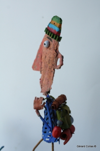 gérard collas,asseemblage, sculpture, chien, promeneur, marche