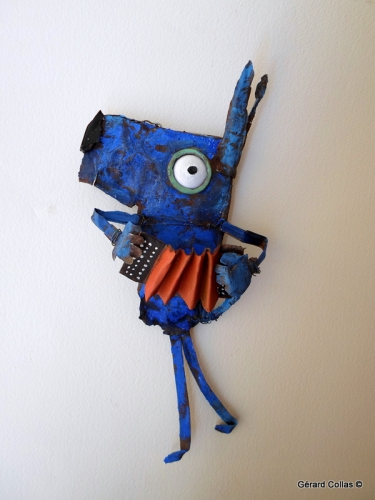 java bleue ,chien, collas, assemblage ,art, contemporain